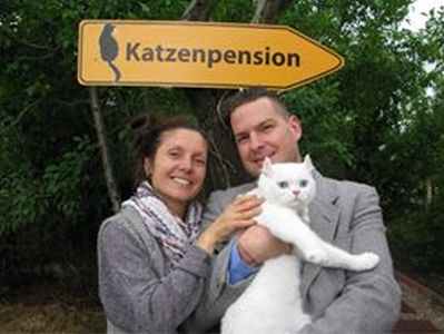 Tierpension Katze in ihrer Region Bad Belzig - inhaber Katzenpension min - TIERHOTEL - TIERBETREUUNG - KATZENPENSION in der NÄHE - FREIGEHEGE für KATZEN - KATZENPENSION KOSTEN
